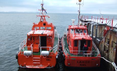 LABOE alongside the old at Kiel Lighthouse